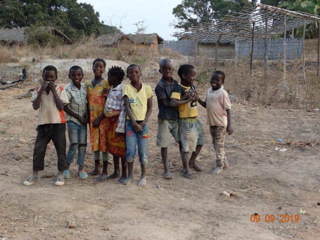 650 Waisenkinder in Marrupa Die ASSANTE Association möchte Ihnen ein Zuhause geben.  650 órfãos em Marrupa A ASSANTE Association quer dar-lhe um lar.